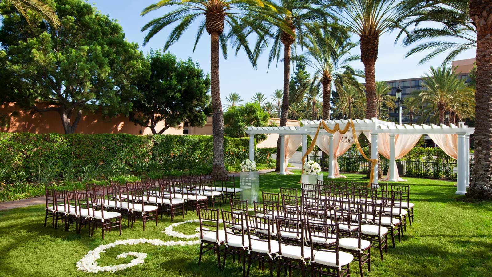 Anaheim wedding venues sheraton park hotel at the for Places for outdoor weddings